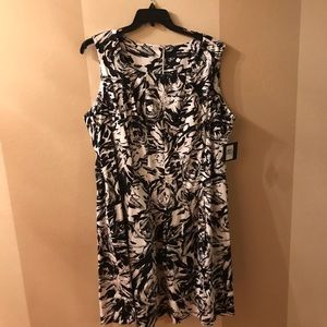 NWT black and white a-line by Ellen Tracy